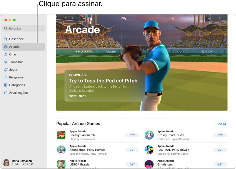 A página principal do Apple Arcade. É apresentado um jogo popular no painel à direita, com outros jogos disponíveis apresentados por baixo.