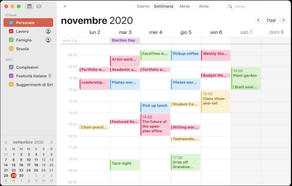 Una finestra di Calendario nella vista Mese, che mostra i calendari personali, di lavoro, familiari e scolastici ognuno di un colore diverso nella barra laterale sotto l'intestazione dell'account iCloud.