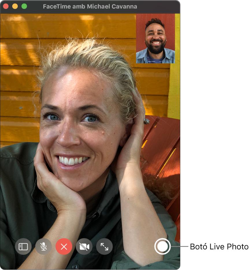 Situa el punter sobre la finestra del FaceTime per veure el botó Live Photo.
