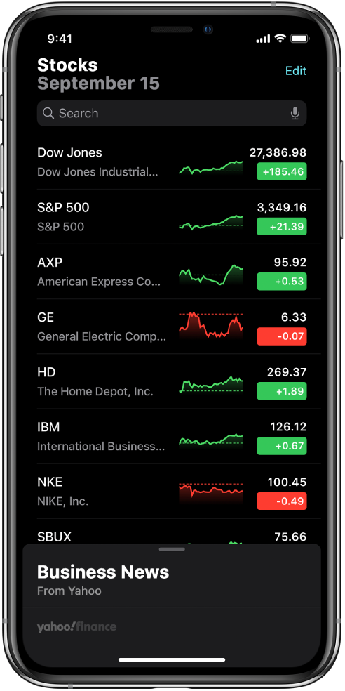 Списък за следене, показващ списък с различни акции. Всяка акция в списъка показва, от ляво надясно, символа и името на акцията, графика на движението, цената на акцията и изменението на цената. В горната част на екрана, над списъка за следене е полето за търсене. Под списъка за следене е Business News (Бизнес новини). Плъзнете нагоре върху Business News (Бизнес новини), за да видите статиите.