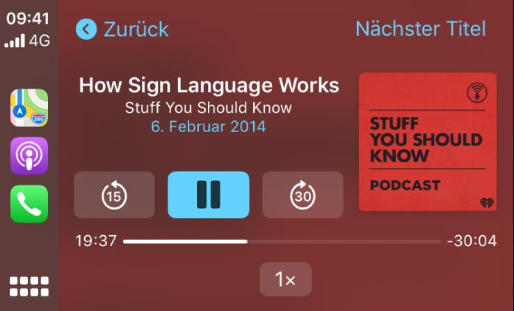 """Das CarPlay-Dashboard mit dem Podcast """"How Sign Language Works"""" aus der Reihe """"Stuff You Should Know""""."""