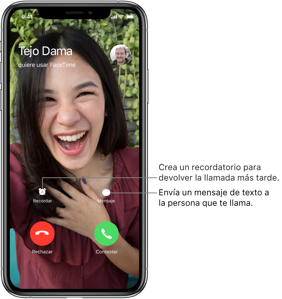 La pantalla de llamada entrante. En la parte inferior de la pantalla, en la primera fila, de izquierda a derecha, se encuentran los botones Avisar y Mensaje. En la fila inferior, de izquierda a derecha, se encuentran los botones Rechazar y Aceptar.