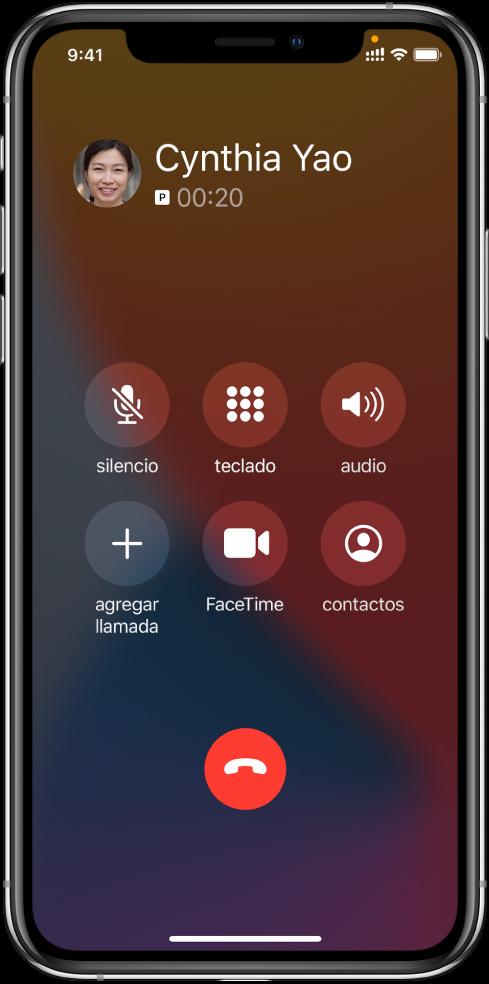 La pantalla del iPhone donde se muestran los botones correspondientes a las opciones que aparecen durante una llamada. En la fila superior, de izquierda a derecha, se encuentran los botones Silenciar, Teclado y Altavoz. En la fila inferior, de izquierda a derecha, se encuentran los botones Agregar llamadas, FaceTime y Contactos.