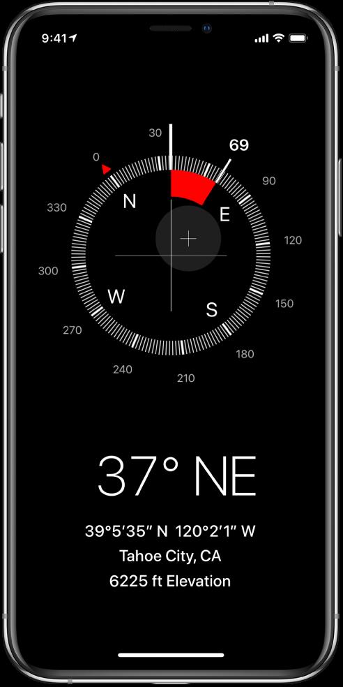 """Ekranas """"Compass"""", kuriame nurodoma, kuria kryptimi rodo """"iPhone"""", dabartinė buvimo vieta ir aukštis."""