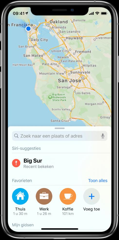 Een kaart van de San Francisco Bay Area, met drie favoriete locaties onder in het scherm. De favorieten zijn Thuis, Werk en Koffie.