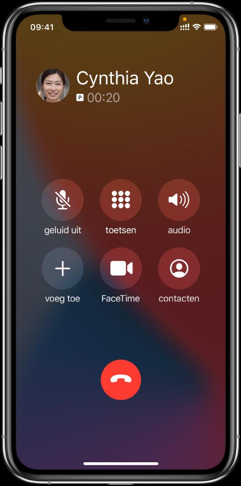 Het iPhone-scherm met knoppen voor gespreksopties die tijdens een gesprek worden weergegeven. In de bovenste rij staan, van links naar rechts, de knoppen voor het dempen van het geluid, het weergeven van het toetsenblok en de luidsprekerknoppen. In de onderste rij staan, van links naar rechts, de knoppen 'Voeg gesprek toe', 'FaceTime' en 'Contacten'.