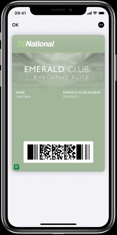 O carte de îmbarcare în Wallet afișând informații despre zbor și codul QR în partea de jos.