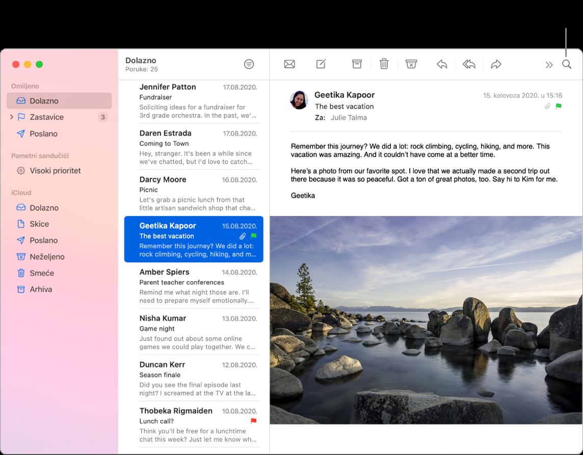 Prozor aplikacije Mail s rubnim stupcem na lijevog strani koji sadrži mape Omiljeno, Pametni sandučići i iCloud, popisom poruka pored rubnog stupca i sadržajem odabrane poruke s desne strane.
