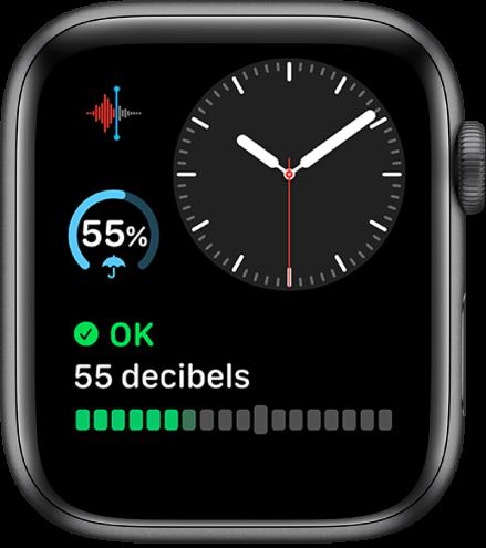 Циферблатът Modular Compact (Модулен компактен), показващ аналогов часовник горе вдясно, добавка Voice Memos (Гласови бележки) горе вляво, добавка за прогнозата за времето в средата и добавката Noise (Шум) в долния край.