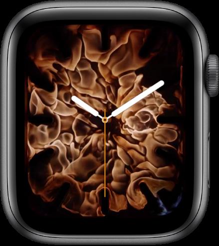 """Das Zifferblatt """"Feuer und Wasser"""" zeigt eine analoge Uhr in der Mitte umgeben von Feuer."""