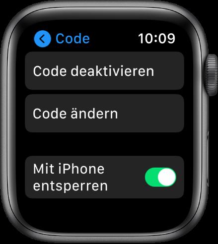 """Codeeinstellungen auf der AppleWatch, oben die Taste """"Code deaktivieren"""", darunter """"Code ändern"""" und unten """"Mit iPhone entsperren""""."""