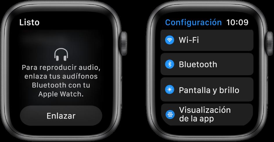 """Dos pantallas lado a lado. En la izquierda se encuentra una pantalla que solicita que conectes unos audífonos Bluetooth al Apple Watch. El botón """"Enlazar dispositivo"""" está en la parte inferior. A la derecha se encuentra la pantalla Configuración, mostrando en una lista los botones Wi-Fi, Bluetooth, """"Pantalla y tamaño de texto"""" y """"Visualización de apps""""."""