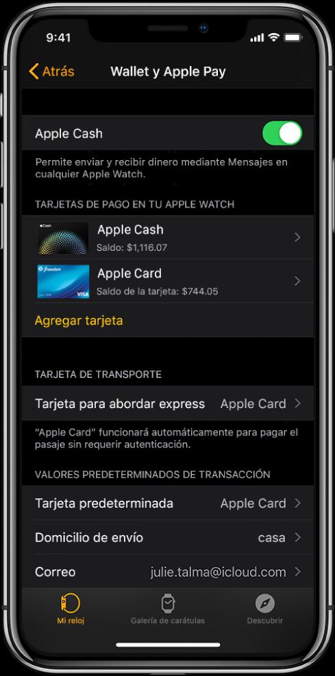 """Pantalla de """"Wallet y Apple Pay"""" de la app AppleWatch en el iPhone. La pantalla muestra las tarjetas agregadas al Apple Watch, la tarjeta elegida para """"Abordar express"""" y la configuración predeterminada para las transacciones."""