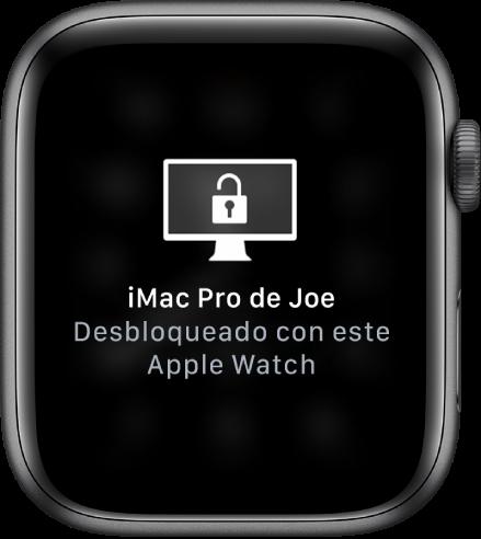 """Pantalla del AppleWatch mostrando el mensaje """"Este Apple Watch desbloqueó la iMacPro de José""""."""