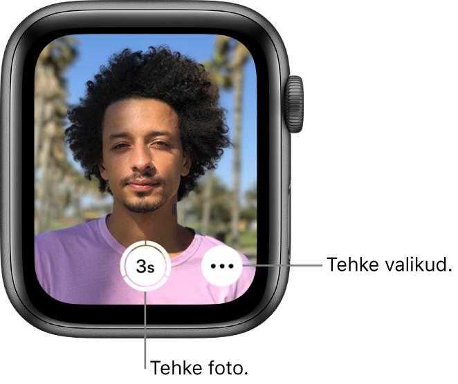 Kaamera distantspäästikuna kasutamisel kuvatakse AppleWatchi ekraanil iPhone'i kaameravaadet. All keskel on nupp Take Picture ning sellest paremal nupp More Options. Pärast foto tegemist kuvatakse all vasakul nupp Photo Viewer.