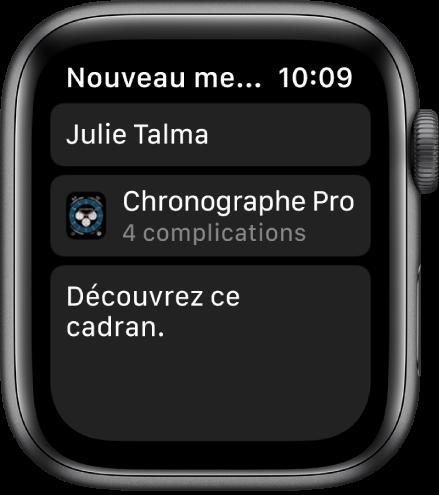 L'écran de l'AppleWatch qui affiche un message de partage de cadran avec le nom du destinataire dans le haut, le nom du cadran en dessous, puis le message «Regarde ce cadran» dans le bas.