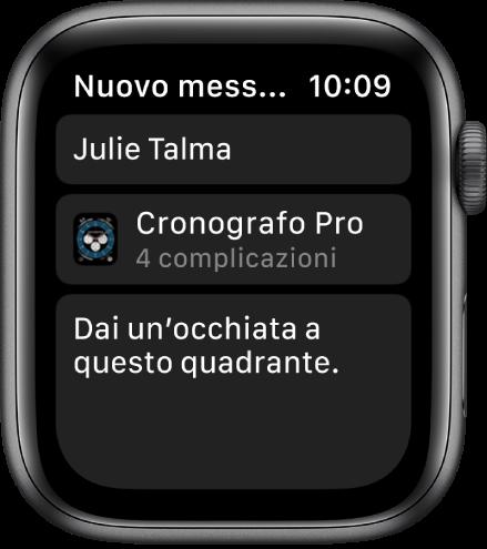"""Lo schermo di Apple Watch mostra un messaggio di condivisione di un quadrante con il nome del destinatario in alto, il nome del quadrante in basso e un messaggio che dice """"Dai un'occhiata a questo quadrante""""."""