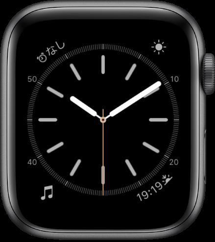 「シンプル」の文字盤。秒針のカラーを調整したり、ダイヤルの数字や詳細を調整したりできます。4つのコンプリケーションが表示されています。左上にアラーム、右上に天気、左下にミュージック、右下に日の出/日の入があります。