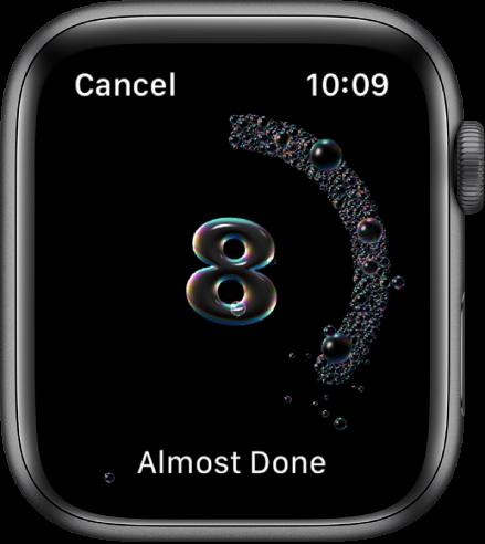 """Rankų plovimo ekranas, kuriame skaičiuojama nuo 8 mažėjančia tvarka. Apačioje rodomi žodžiai """"Almost Done""""."""