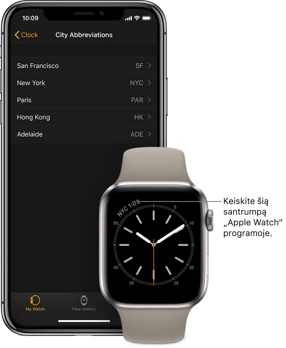 """Vienas šalia kito padėti """"iPhone"""" ir """"AppleWatch"""". """"AppleWatch"""" ekrane rodomas laikas Niujorke (rodoma jo pavadinimo santrumpa– NYC). """"iPhone"""" ekrano sąrašo """"City Abbreviations"""" nustatymų rodinyje (programos """"AppleWatch"""" funkcijos """"Clock"""" nustatymuose) pateikiamas miestų sąrašas."""