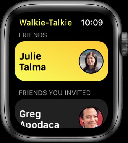 """Programos """"Walkie-Talkie"""" ekranas, kurio viršuje rodomos adresatas, o apačioje– pakviestas draugas."""