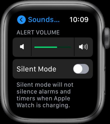 """""""Sounds & Haptics"""" nustatymai laikrodyje """"AppleWatch"""", """"Alert Volume"""" slankiklis pateiktas viršuje, o po juo pateiktas mygtukas """"Silent Mode""""."""
