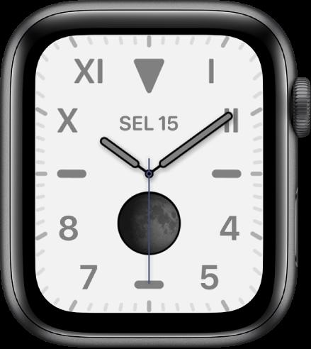 Muka jam California, menunjukkan campuran angka Roman dan Arab. Ia menunjukkan komplikasi Fasa Bulan.
