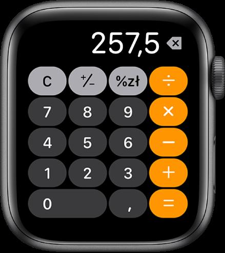 AppleWatch wyświetlający aplikację Kalkulator. Na ekranie widoczna jest typowa klawiatura numeryczna zklawiszami działań matematycznych po prawej. Na górze znajdują się klawisze C, plus, minus inapiwek.