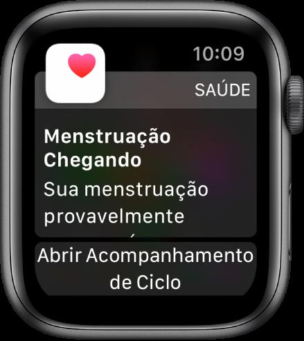 """Apple Watch mostrando uma tela de previsão de ciclo que diz """"Próxima menstruação. Sua próxima menstruação provavelmente começará em 7 dias"""". O botão """"Abrir Acompanhamento de Ciclo"""" aparece na parte inferior."""