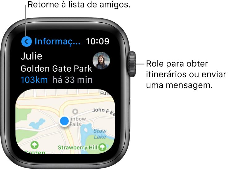 """Tela mostrando os detalhes da localização de um amigo, incluindo a distância em que se encontra e sua localização no mapa. Uma chamada, onde lê-se """"Role para obter itinerários ou enviar uma mensagem"""" aponta para a Digital Crown."""