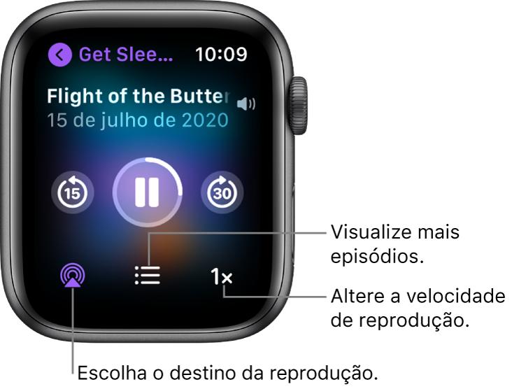 A tela Reproduzindo do app Podcasts mostrando os títulos do podcast e do episódio, a data, o botão para voltar 15 segundos, o botão de pausa, o botão para avançar 30 segundos, o botão AirPlay, o botão de episódios e o botão de velocidade de reprodução.