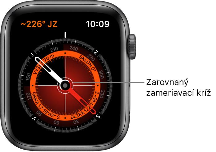 Kompas na ciferníku hodiniek AppleWatch. Vľavo hore je kurz. Vnútorný kruh zobrazuje nadmorskú výšku, sklon, zemepisnú šírku adĺžku. Zobrazujú sa aj biele zameriavacie kríže smerom na sever, juh, východ azápad.