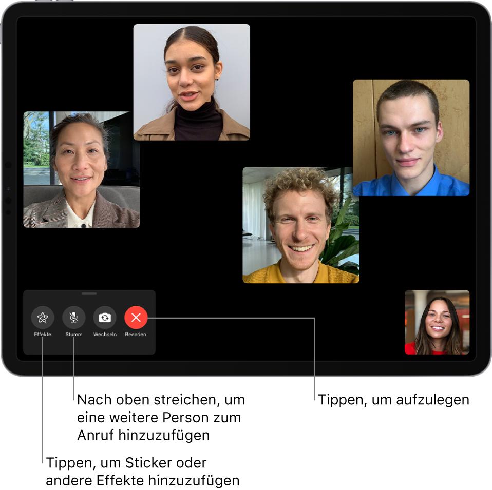 Ein FaceTime-Gruppenanruf mit fünf Teilnehmern, einschließlich des Initiators. Jeder Teilnehmer wird in einer separaten Kachel angezeigt. Die Steuerelemente unten links sind für Effekte, zum Stummschalten, Spiegeln und Beenden.