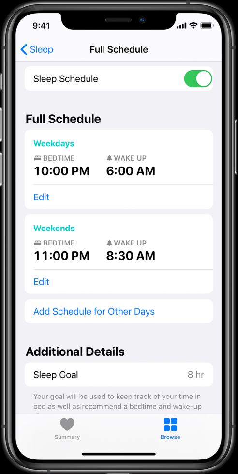 Екранът Full Schedule (Пълен график) за Sleep i(Сън) в приложението Health (Здраве). В горния край на екрана Sleep Schedule (График за сън) е включено. Средата на екрана показва график за сън за работните дни и график за сън за почивните дни. Отдолу има бутон за добавяне на график за други дни. В долния край на екрана секцията Additional Details (Допълнителни детайли) показва цел за сън от 8 часа.