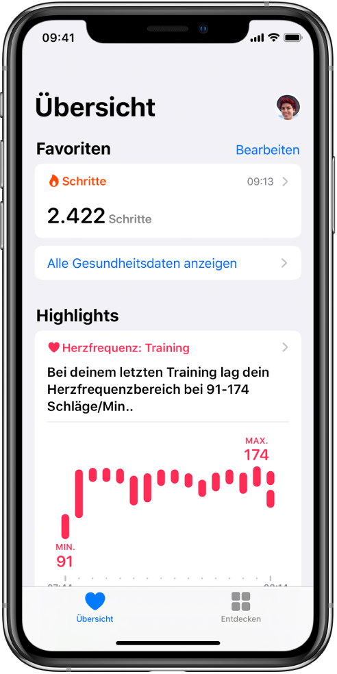 """Ein Übersichtsbildschirm mit der Kategorie """"Schritte"""" unter """"Favoriten"""". Der Bereich """"Highlights"""" darunter enthält Informationen zur Herzfrequenz während des letzten Workouts."""
