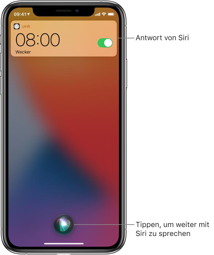 """Siri auf dem Sperrbildschirm. Eine Mitteilung der App """"Uhr"""" zur Bestätigung, dass der Wecker auf 8:00 Uhr eingestellt wurde. Die Taste ganz unten in der Mitte dient dazu, die Konversation mit Siri fortzusetzen."""