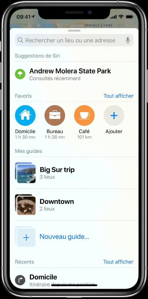 La carte de recherche remplit l'écran. La section de «Mes guides» s'affiche sous le rang Favoris. Dans la section «Mes guides» se trouvent des guides nommés «Voyage à BigSur» et «En ville», ainsi qu'une option permettant de créer un guide.