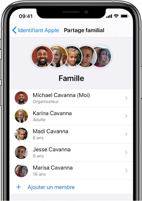 Écran Partage familial dans Réglages. Cinqmembres de la famille sont listés et «Ajouter un membre» est affiché au bas de l'écran.