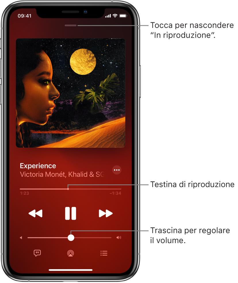 """Schermata """"In riproduzione"""" che mostra l'illustrazione dell'album. Sotto sono mostrati il titolo del brano, il nome dell'artista, il pulsante Altro, la testina di riproduzione, i controlli di riproduzione, il cursore del volume, il pulsante Testi, il pulsante """"Destinazione di riproduzione"""" e il pulsante """"In coda"""". In alto è presente il pulsante """"Nascondi In riproduzione""""."""