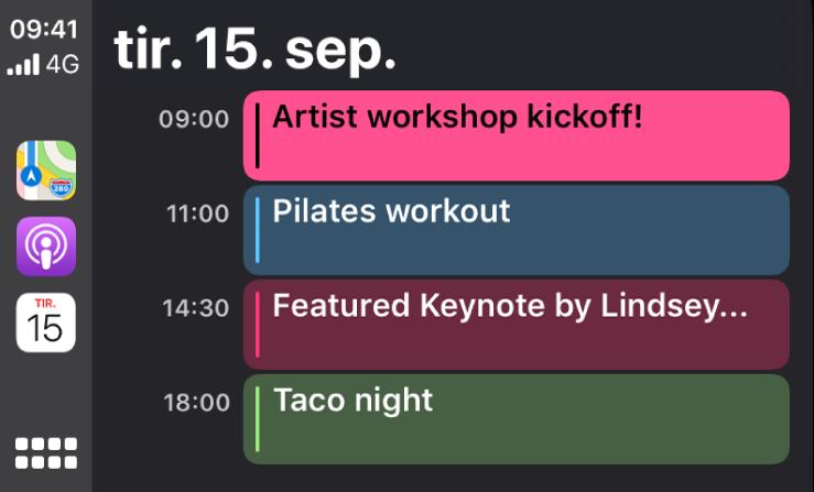 En kalenderskjerm i CarPlay viser 4 hendelser for tirsdag 15. september.