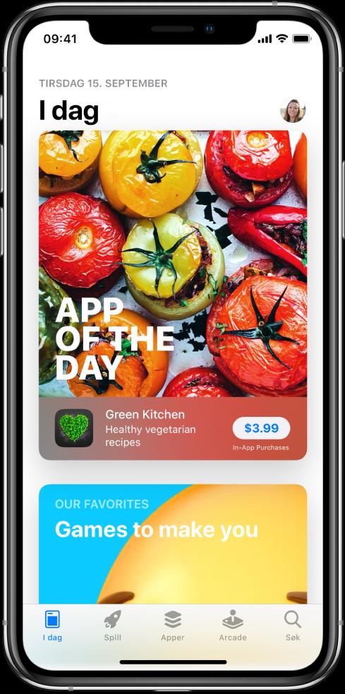 I dag-skjermen på AppStore viser en aktuell app. Profilbildet ditt, som du trykker på for å se kjøp og administrere abonnementer, er øverst til høyre. Nederst, fra venstre mot høyre, er fanene I dag,Spill, Apper, Arcade og Søk.