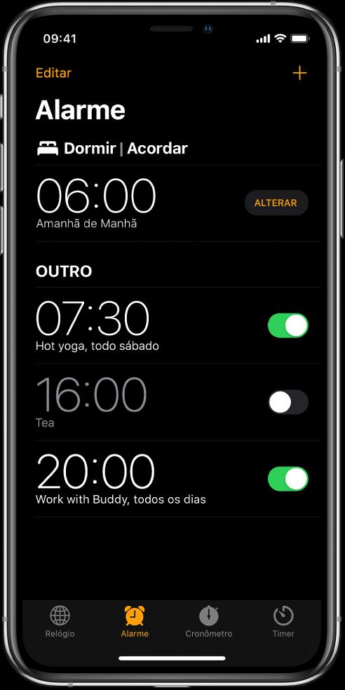 Aba Alarme mostrando quatro alarmes para horas diferentes.