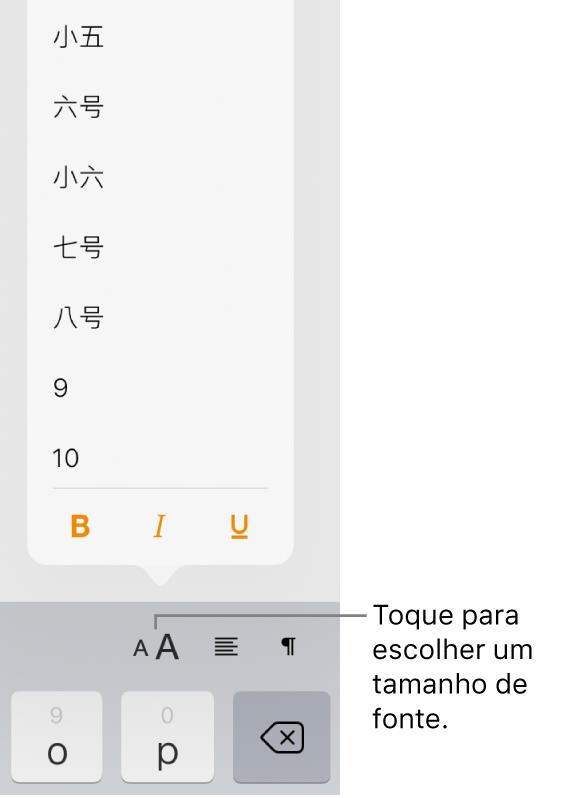 Botão Tamanho de Fonte no lado direito do teclado do iPad com o menu Tamanho de Fonte aberto. Os tamanhos de fonte padrão do governo da Chinacontinental aparecem na parte superior do menu com as opções de tamanho em pontos abaixo.
