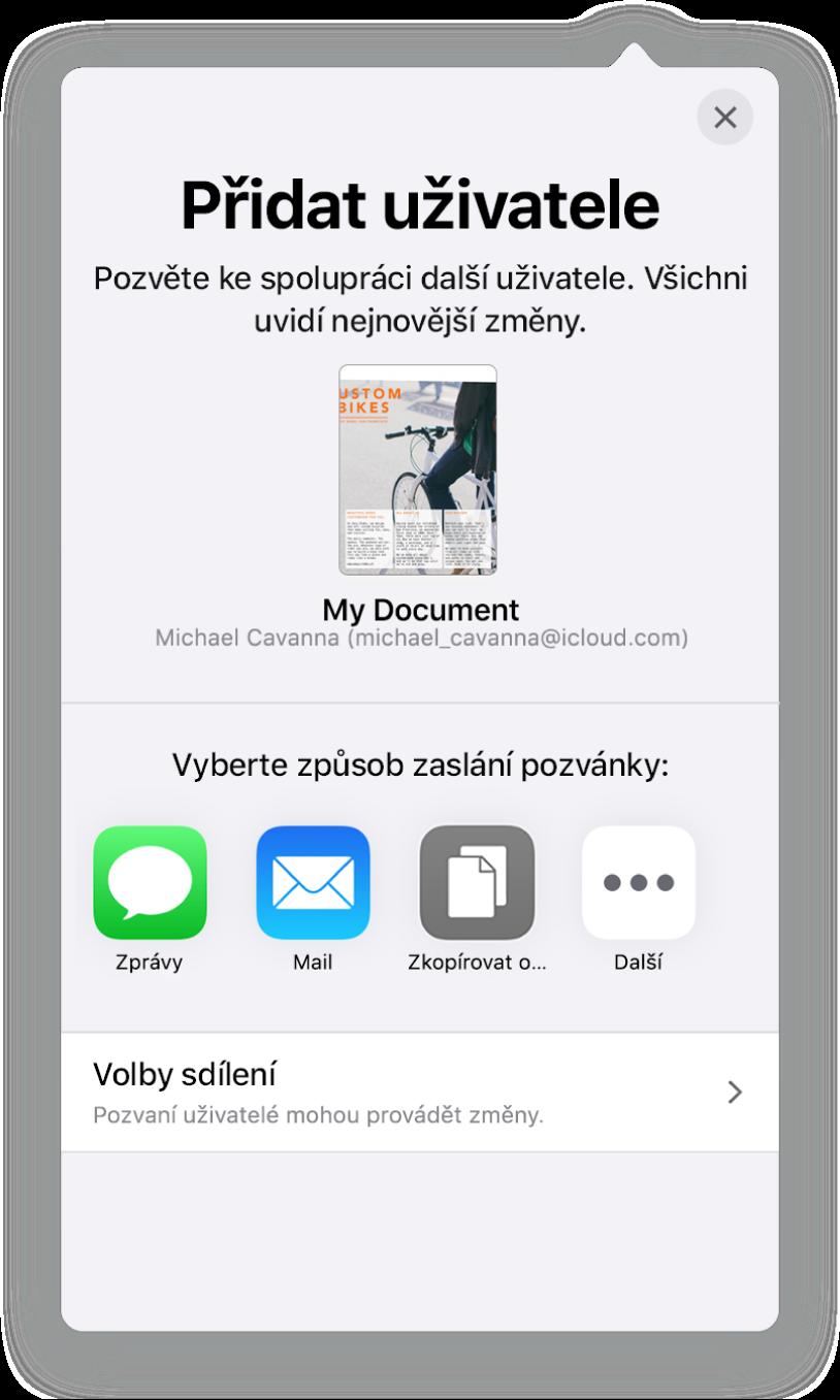 Obrazovka Přidat uživatele sobrázkem tabulky určené ke sdílení. Pod ním se nacházejí tlačítka pro různé způsoby odeslání pozvánky – Mail, Zkopírovat odkaz aVíce. Dole je umístěné tlačítko Volby sdílení.