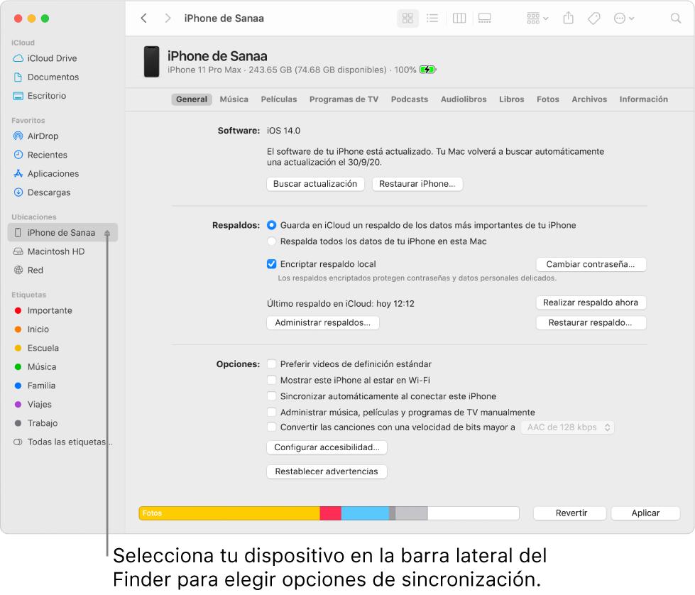 Se selecciona un dispositivo en la barra lateral del Finder y aparecen opciones de sincronización en la ventana.