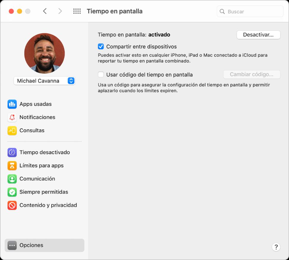 """El panel de opciones de Tiempo en pantalla con """"Tiempo en pantalla"""" habilitado. La opción """"Compartir entre dispositivos"""" está seleccionada, y el botón para desactivar Tiempo en pantalla está disponible."""