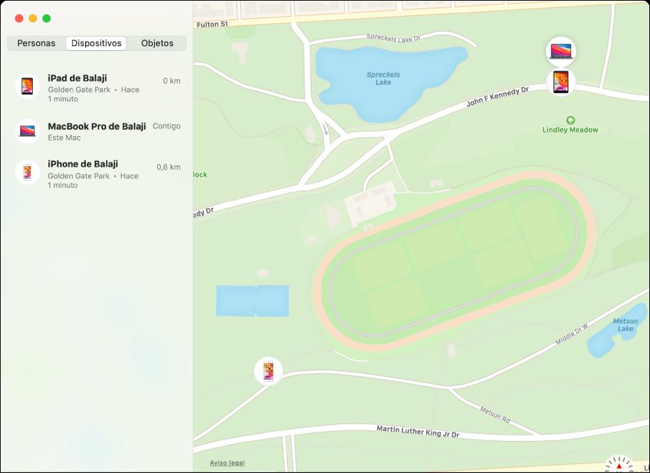 La app Buscar con una lista de dispositivos en la barra lateral y sus ubicaciones en un mapa a la derecha.