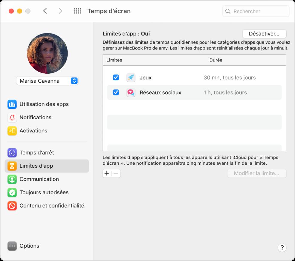 La sous-fenêtre «Limites d'app» dans «Temps d'écran» avec «Limites d'app» activé. Des horaires sont configurés pour deux catégories d'apps.