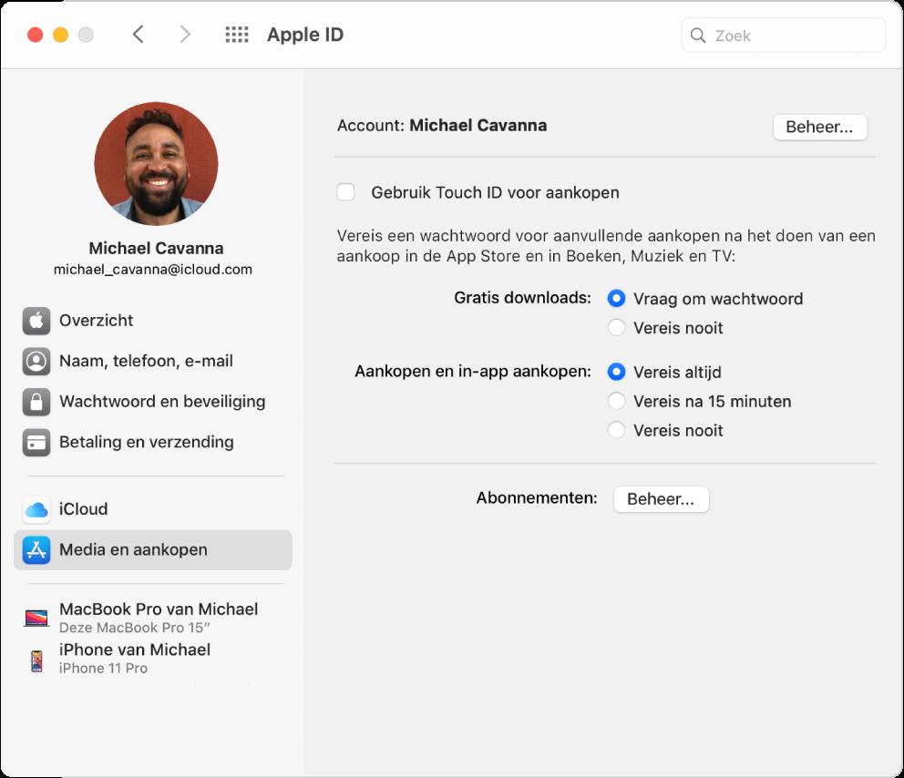 Het paneel 'AppleID' in Systeemvoorkeuren, met een navigatiekolom met daarin verschillende typen accountopties die je kunt gebruiken, en het voorkeurenpaneel 'Media en aankopen' voor een bestaande account.