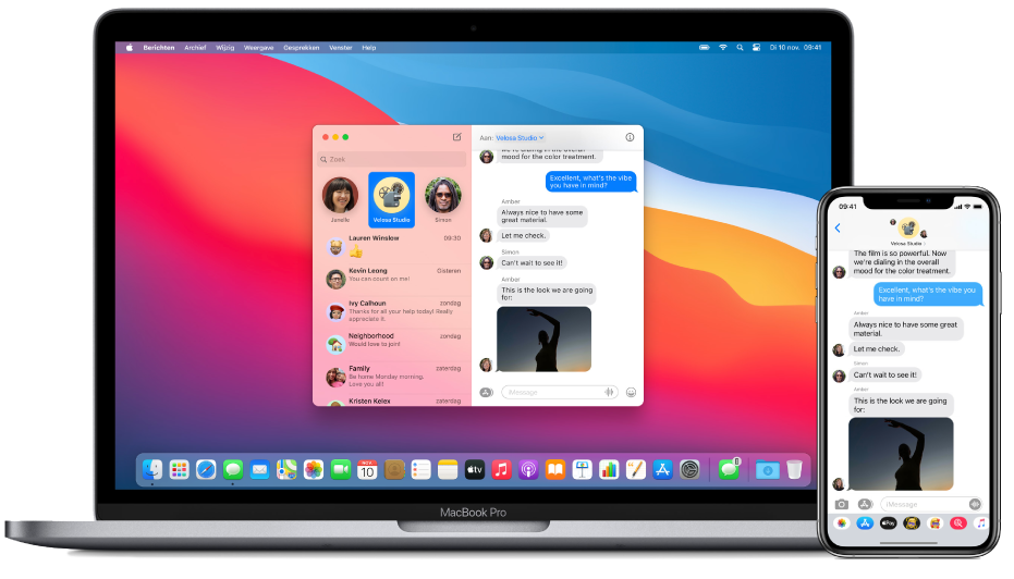 Een iPhone met daarop een tekstbericht naast een Mac waarnaar het bericht wordt overgebracht. Het Handoff-symbool staat rechts in het Dock.